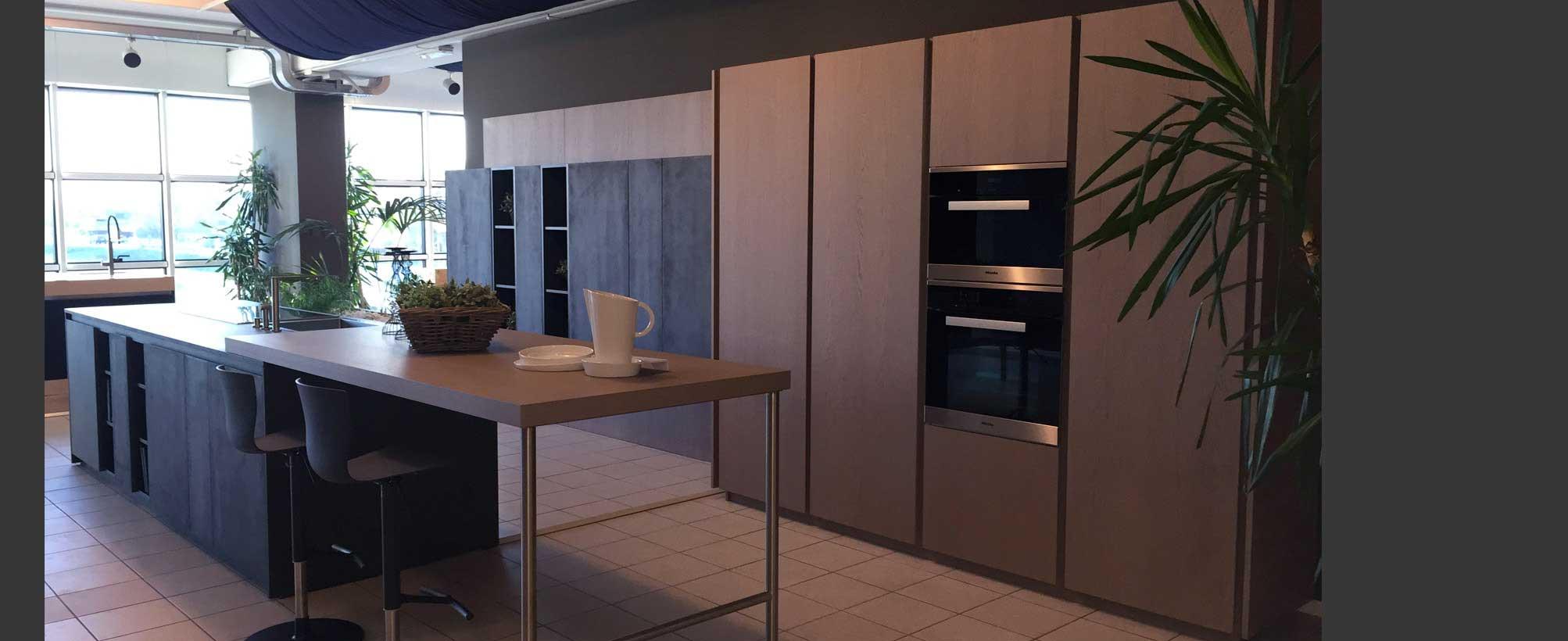 Ingrosso mobili vendita di cucine camere salotti for Fabbrica mobili torino